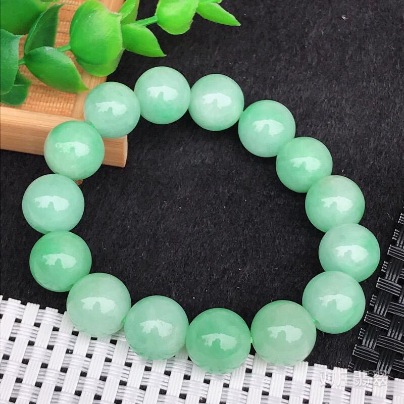 老坑水润浅绿圆珠手链,玉质细腻,圆润饱满,直径13.5mm 共15颗