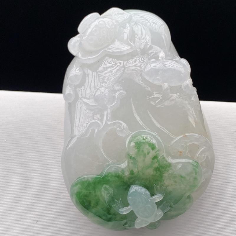 缅甸天然翡翠A货   水润带绿呱呱来财吊坠。  尺寸:52*34.5*13,自然隐逸,灵动,盈盈欲