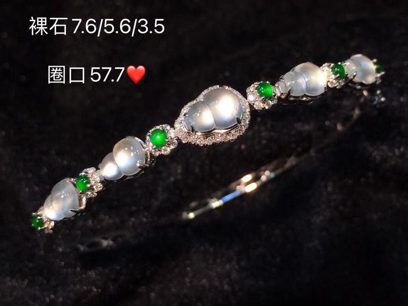 玻璃种葫芦翡翠手镯 精致到每一个细节,裸石像一道极光 通透 上手高贵冷艳 18K金伴钻镶嵌