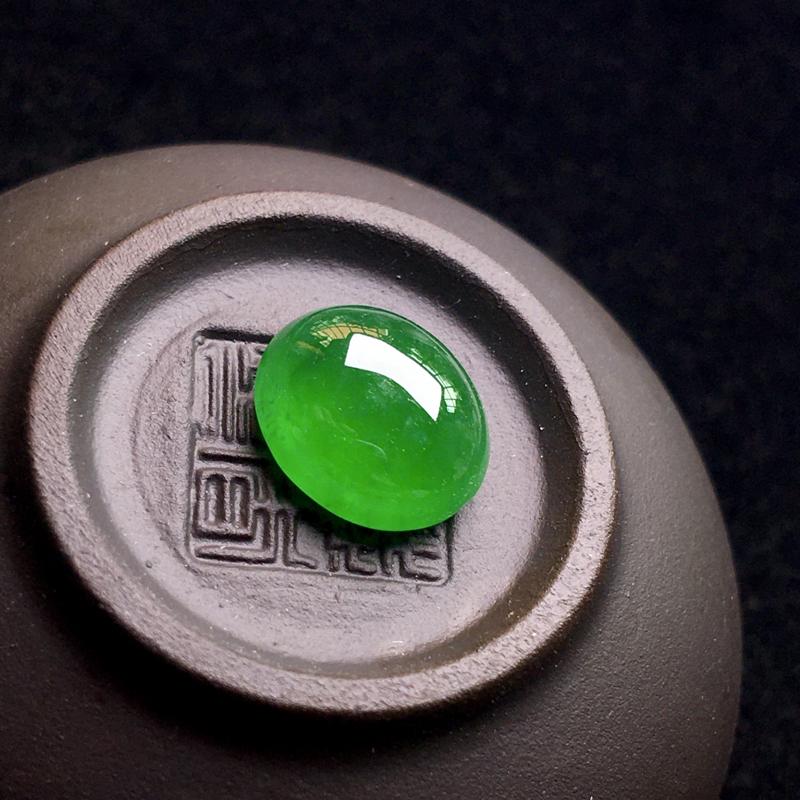 浓阳绿裸石蛋面,翠色浓郁,种老色阳,翠绿欲滴,细腻种好,饱满圆润,整体:10*9*4