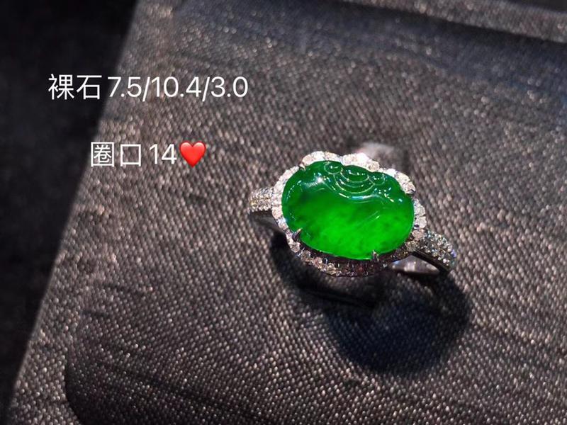 冰种辣绿如意戒指 色泽明艳,水润 像果冻质感 颜色好 上手如意吉祥