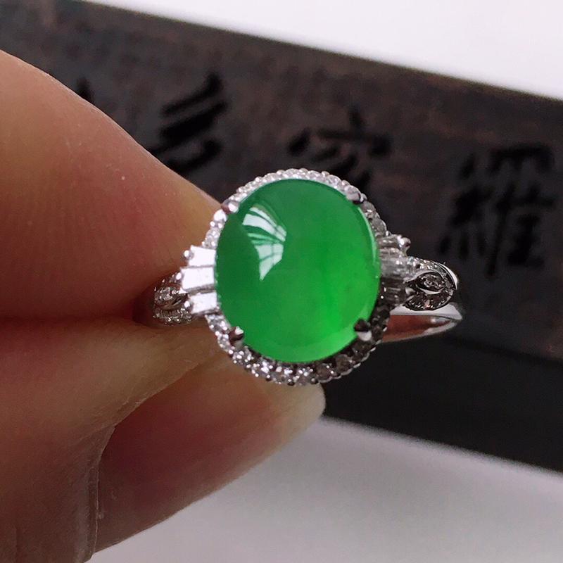 精品翡翠镶18K金伴钻戒指,玉质莹润,佩戴效果更美,商品尺寸:内径:17MM,玉:9.2*8.1*3