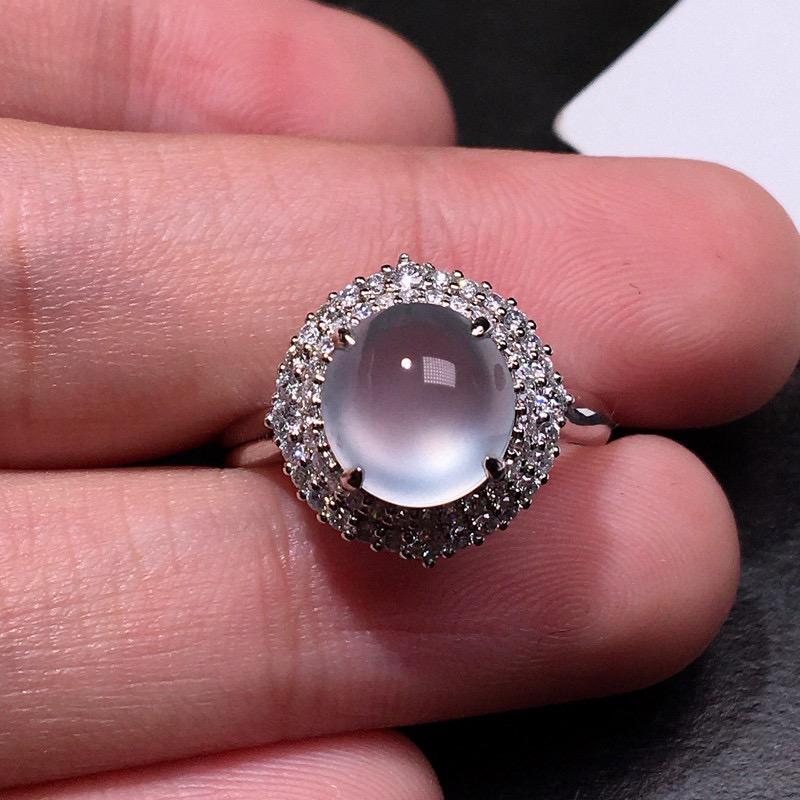 严选推荐👍👍👍老坑玻璃种翡翠蛋面女戒指,蛋面饱满圆润,18k金钻豪华镶嵌而成,佩戴效果出众,尽显气质