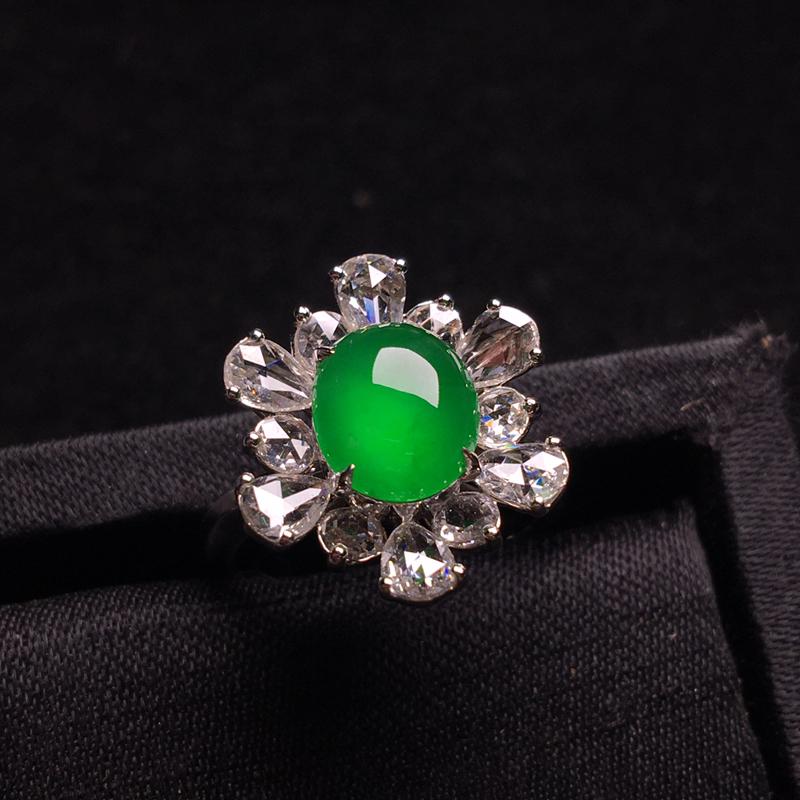18k金彩宝镶嵌老坑冰阳绿蛋面戒指,翠色浓郁,细腻冰透,种色俱佳,佩戴精致,裸石:8*7*4,整体: