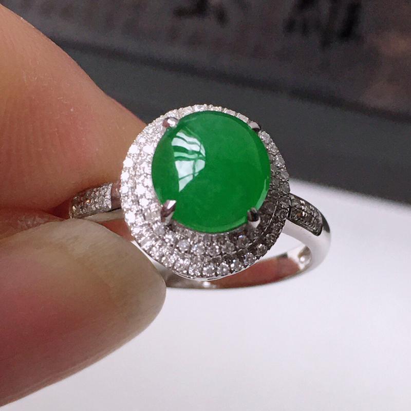 精品翡翠镶18K金伴钻戒指,玉质莹润,佩戴效果更美,商品尺寸:内径:16.7MM,玉:7.6*7*3