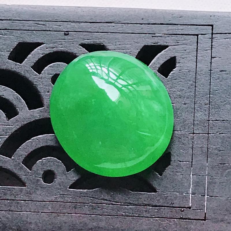 水润满色阳绿精美翡翠蛋面戒面 玉质细腻  冰清玉润  颜色漂亮  玲珑剔透  尺寸18.5/16.1