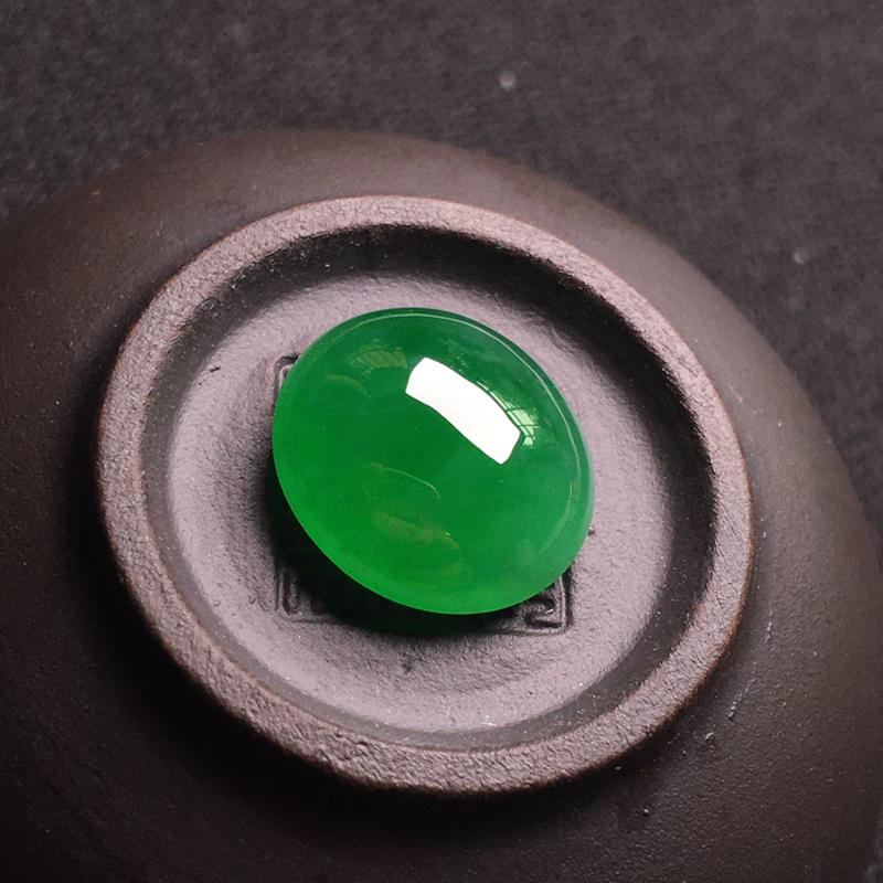 阳绿满色裸石蛋面,细腻饱满圆润,种色浓郁,翠色浓阳,种色俱佳,整体:12*11*5