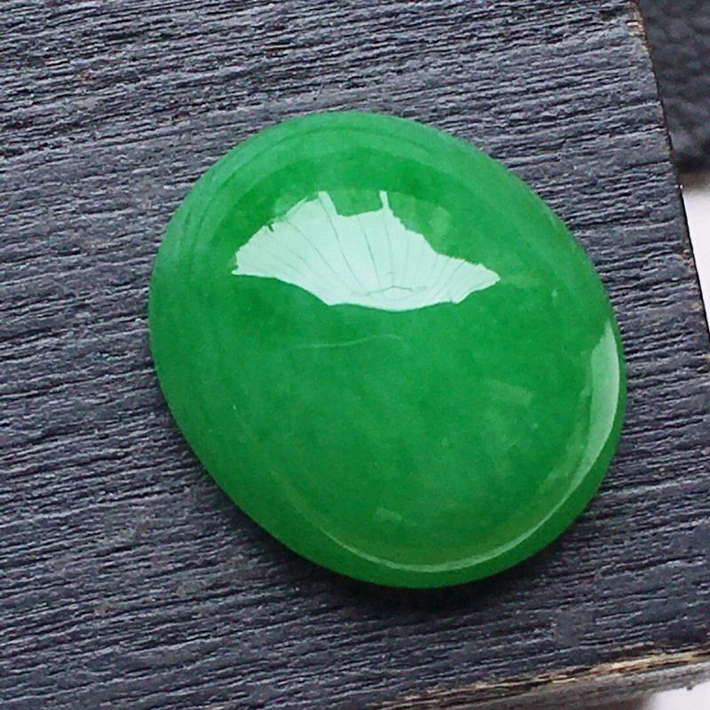 戒面裸石,翡翠满绿蛋面,玉质莹润,佩戴佳品,尺寸:10.6*9.1*4.8mm,重0.86克