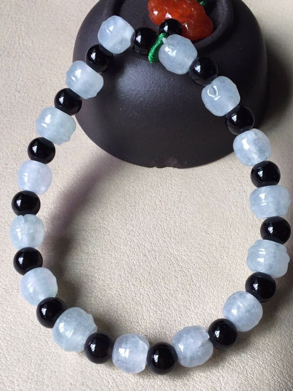 冰种铃铛手串,无纹裂,水头足,冰透,裸石尺寸7.3/7.7隔珠装饰品