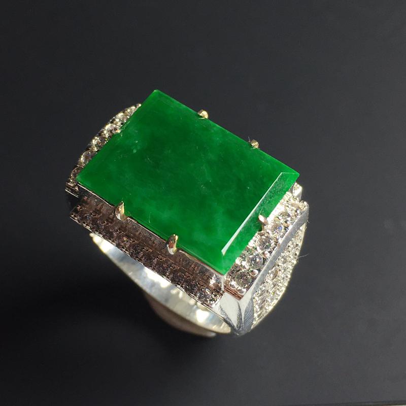 满色方形戒面 铜托 裸石尺寸18-14-2毫米 色泽艳丽 玉质细腻