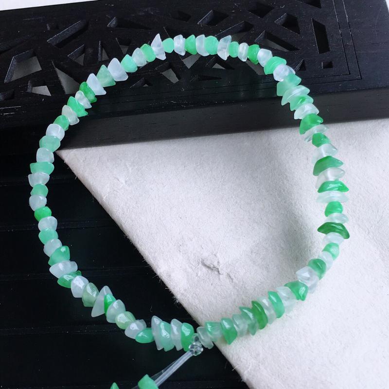 天然缅甸老坑翡翠A货元宝串珠手链,料子细腻柔洁,尺寸珠子取一6.5mm,重量6.08g。