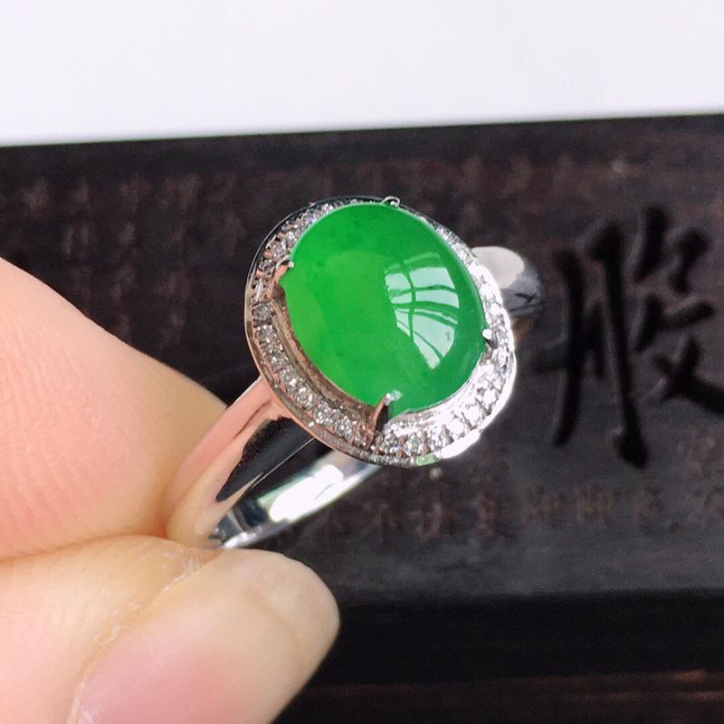 精品翡翠镶18K金伴钻戒指戒指,玉质莹润,佩戴效果更美,商品尺寸:内径:16.8MM,  玉:8.3