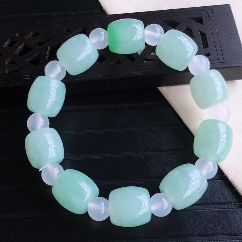 天然缅甸老坑翡翠A货飘绿珠子手链,料子细腻柔洁,尺寸14/13.4mm,重量59.07g,隔珠为普通