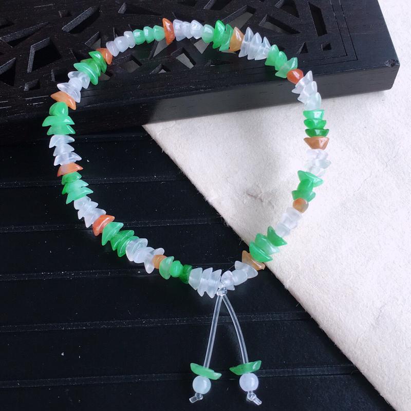 天然缅甸老坑翡翠A货多彩元宝手链,料子细腻柔洁,尺寸珠子取一6.3mm,重量5.77g。