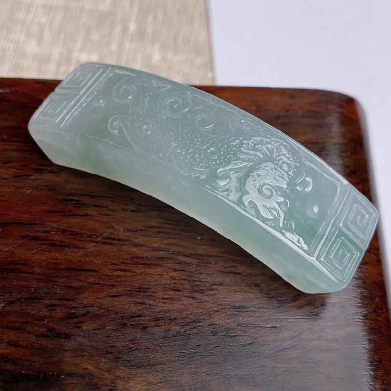 A货翡翠-种好冰润垄沟,尺寸-49.7*14.2*8.9mm