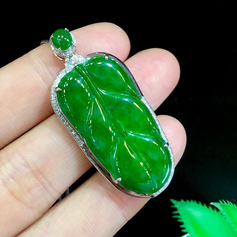翡翠a货,满绿叶子吊坠,18k金伴钻,翡翠顶珠,佩戴精美,性价比高