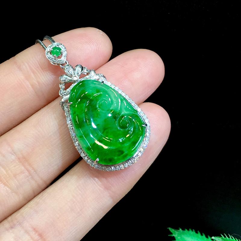 翡翠a货,飘绿如意吊坠,18k金伴钻,翡翠顶珠,佩戴精美,性价比高