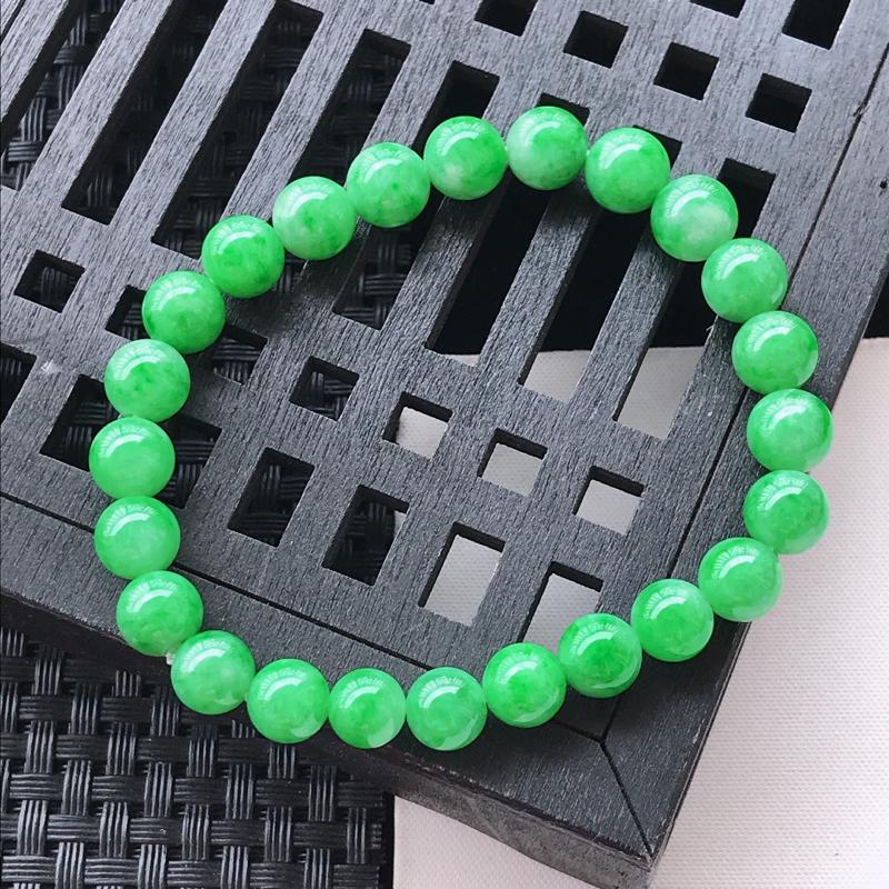 水润辣绿精美翡翠圆珠手链 玉质细腻  冰清玉润  颜色漂亮  玲珑剔透  尺寸其中一颗珠子的直径7.