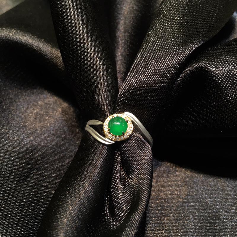 老坑种辣绿色戒指 18K金分色镶嵌  简单奢华 上手很好看 裸石尺寸4.8*4.7*3