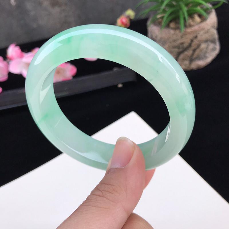 圈口:59.4mm天然翡翠A货冰种 水润浅绿种水正圈手镯,尺寸59.4-14.8-9.6mm,底子细