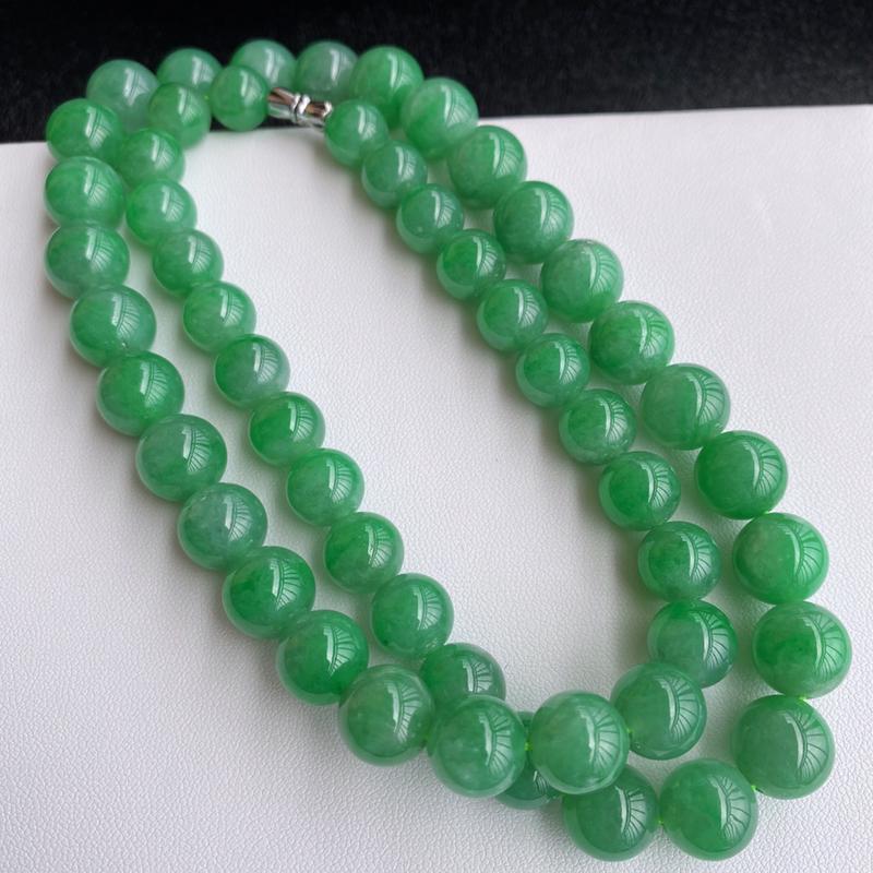 🙏缅甸天然翡翠A货   阳绿翡翠圆珠项链,克重:119.00,尺寸:9.7*12,寓意峰回路转,圆圆