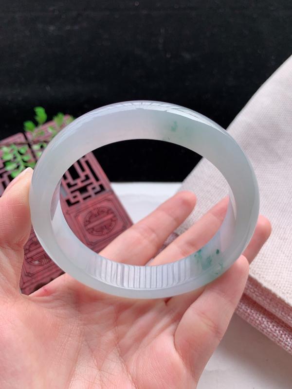 正装61-62圈口老坑飘花缅甸天然翡翠A货手镯,尺寸61.6×13.7×8.8mm重量73.49g