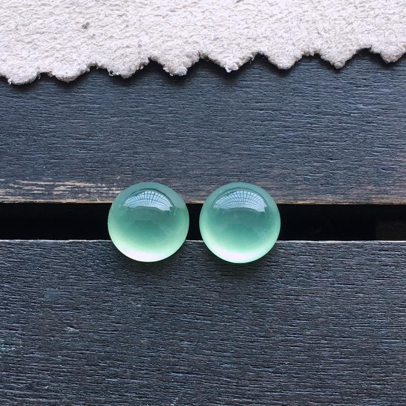 晴水蛋面,一对,自然光实拍,缅甸a货翡翠,种好通透,水润玉质细腻,雕刻精细,饱满品相佳,