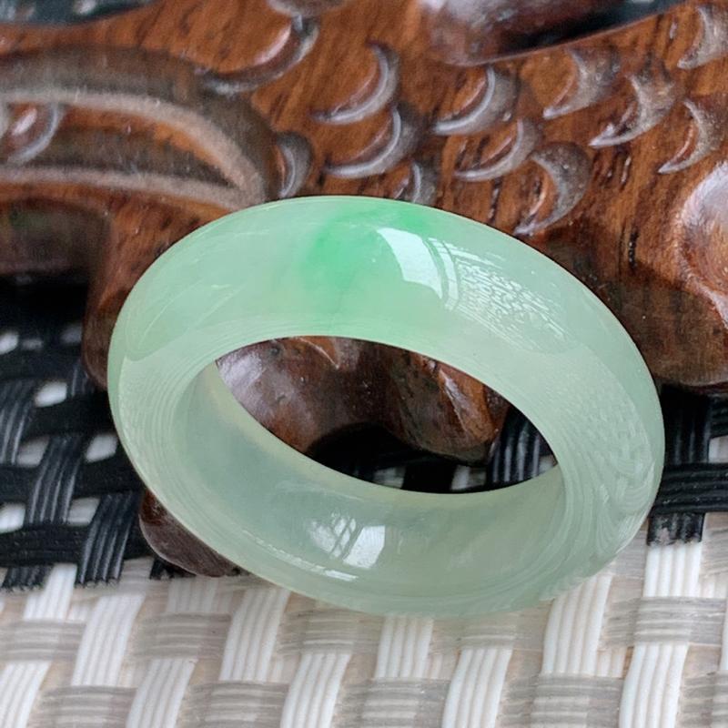 圈口:17.5mm,A货翡翠冰透飘花翡翠指环,编号0408a