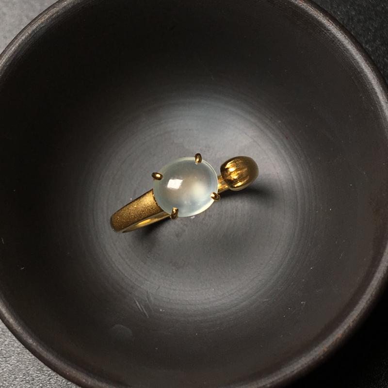 18k金镶嵌猫爪翡翠戒指,萌萌哒,种老起光,刚性强,底子干净细腻,款式新颖,上手佩戴效果可爱耐看
