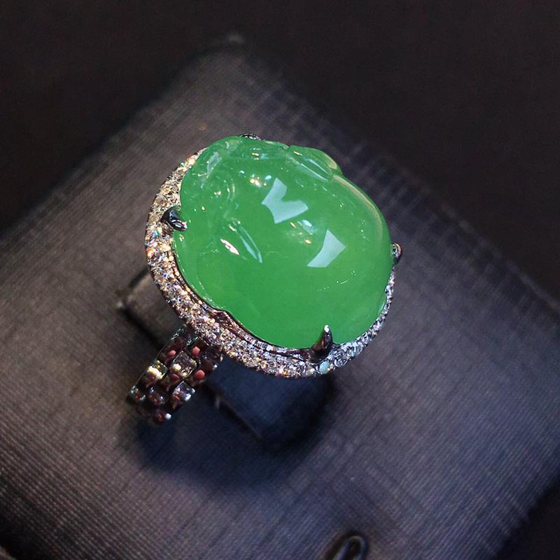 品质优选冰阳绿招财金蟾18K金伴钻镶嵌戒指,玉石尺寸:14.2*12*6mm