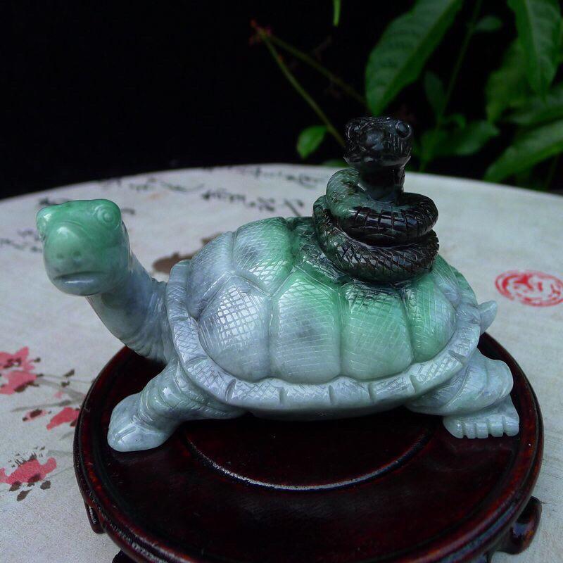 (四大神兽)翡翠水润俏色巧雕神兽玄武小摆件 ,千年神龟,裸石尺寸 78.8*113*63.8mm