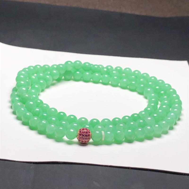 糯种果绿翡翠珠链项链,118颗,直径6.2毫米,质地细腻,水润光泽,隔珠是装饰品,A031AAO