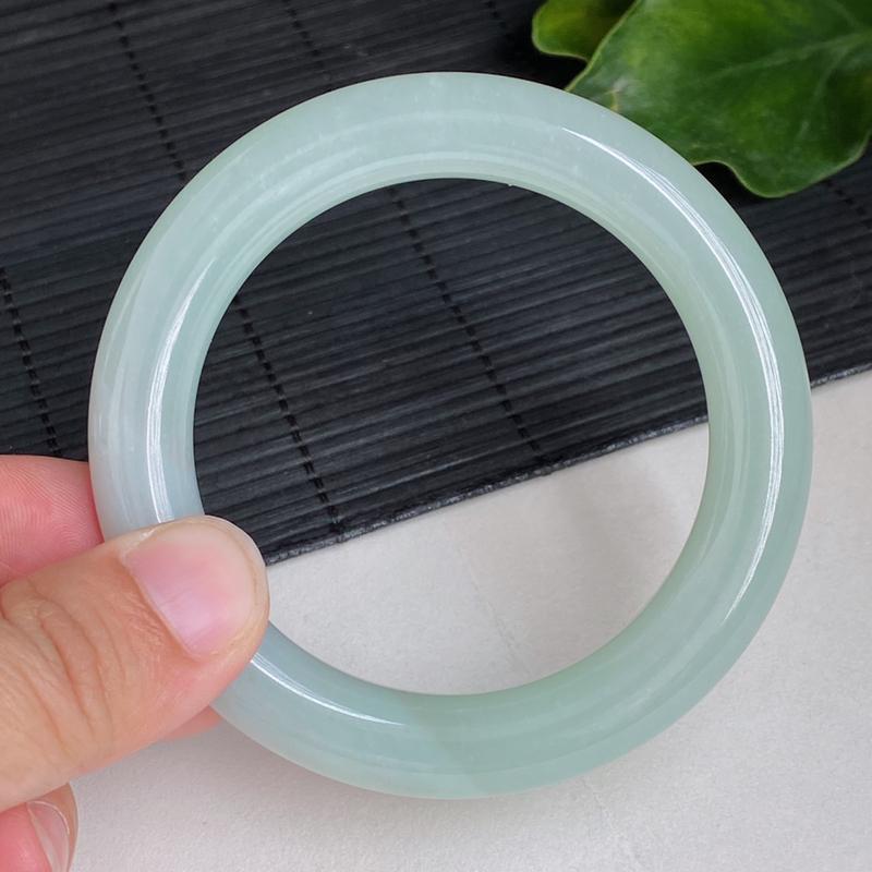 浅绿圆条:56.7mm 自然光实拍、天然翡翠A货冰润浅绿圆条手镯、编号4.11-xiang