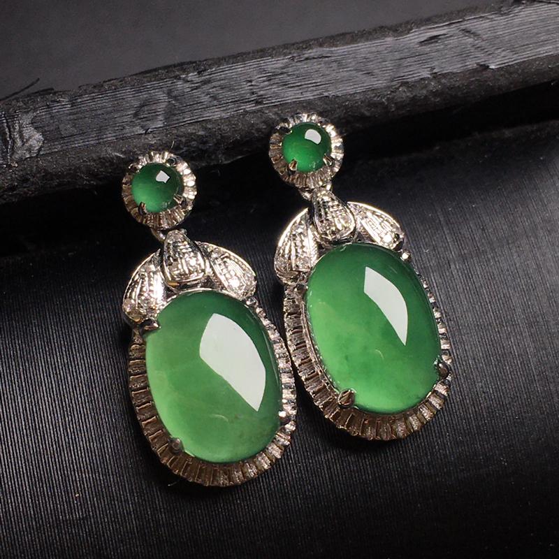 阳绿翡翠耳环,色泽艳丽,种老水润,饱满圆润,性价比高,裸石尺寸:9.2-6.1-3.2整体尺寸:17