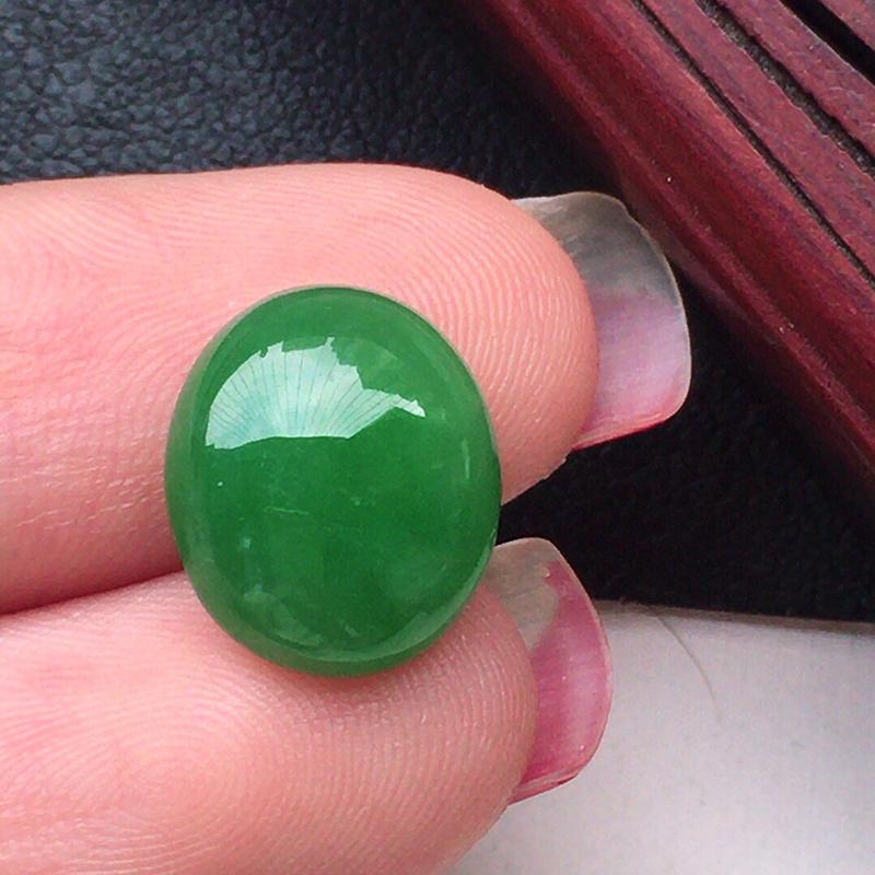 戒面裸石,翡翠满绿蛋面,玉质莹润,佩戴佳品,尺寸:12.1*10.4*4.5mm,重1.08克