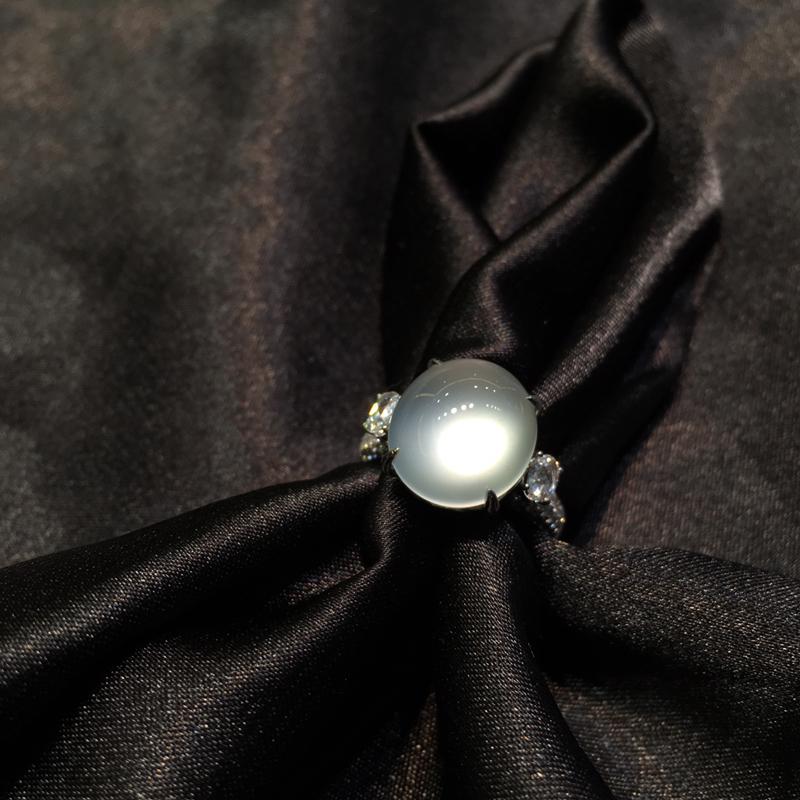 玻璃钢蛋戒指 种老起莹 饱满圆润 镶嵌18K金天然大钻石 上手效果特别棒