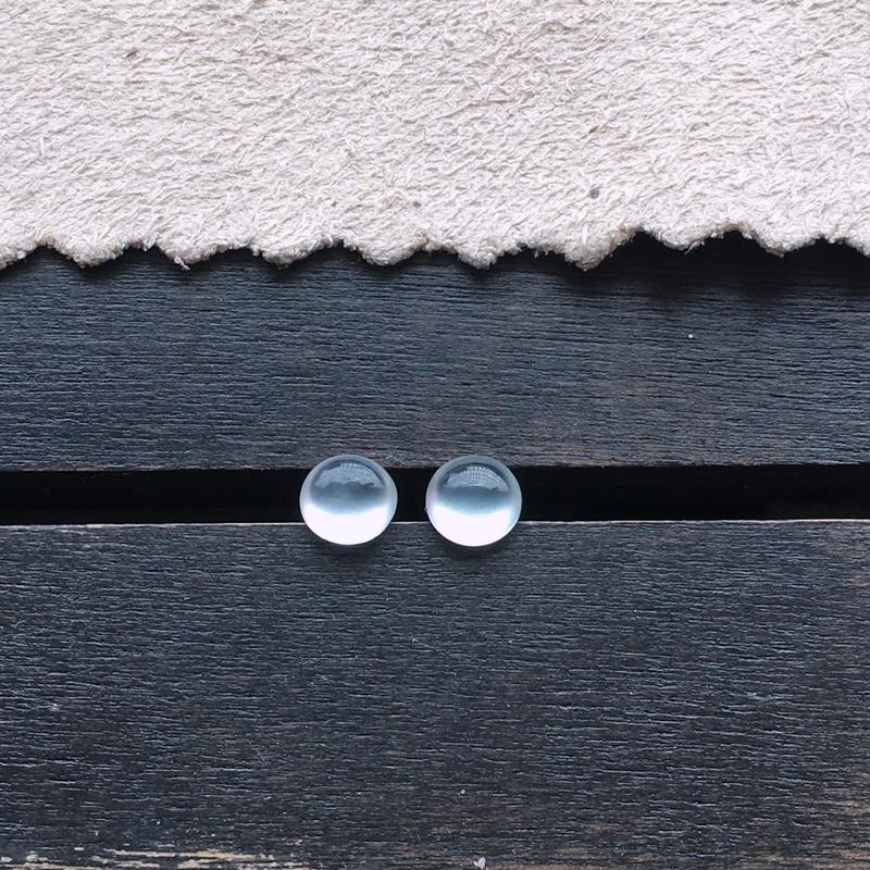 玻璃种蛋面,一对,小精品,起荧光,自然光实拍,缅甸a货翡翠,种好通透,水润玉质细腻,雕刻精细,饱满品