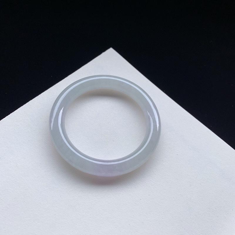 冰润胶感圆条手镯54.1mm质地细腻,种好水润,清秀高雅, 佩戴效果优雅迷人