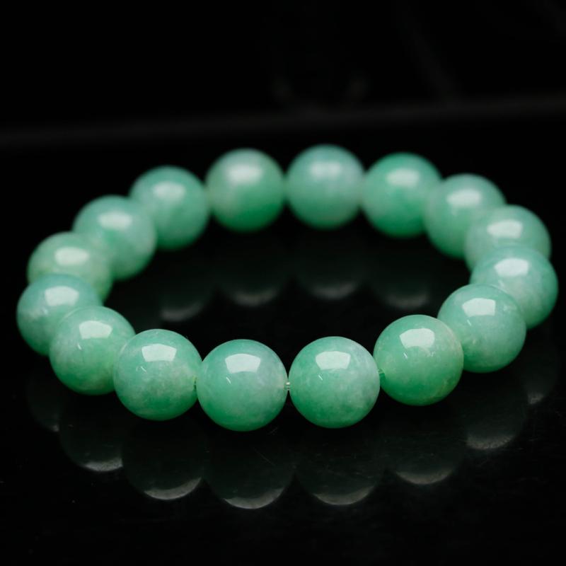 翡翠圆珠手串,共17颗珠子,取其中一颗珠尺寸大约13.9mm,玉质莹润,亮丽秀气,实物漂亮,上手佩