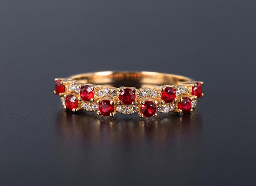 18k金镶红宝石戒指 宝石参数:0.55ct  配石:钻石27颗,总重1.79克,圈口:14号(可改