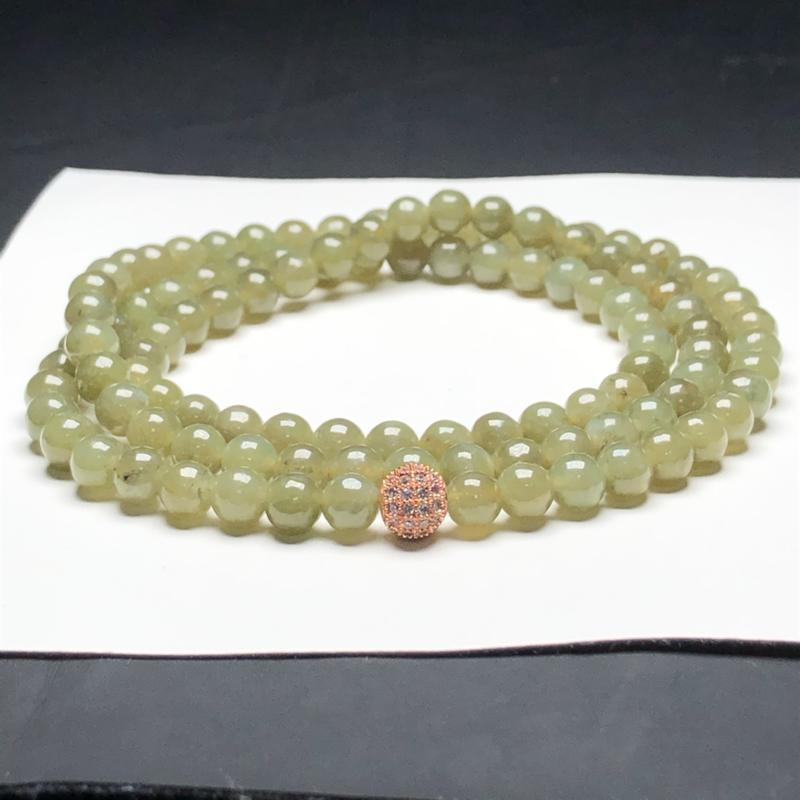 糯种茶黄翡翠珠链项链,108颗,直径6.5毫米,质地细腻,水润光泽,隔珠是装饰品,A172ACM