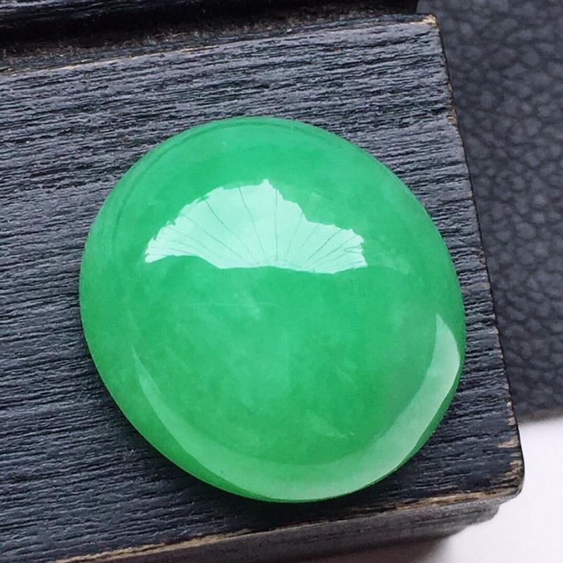 戒面裸石,翡翠带绿蛋面,玉质莹润,佩戴佳品,尺寸:13.9*12.6*6.7mm,重2.05克