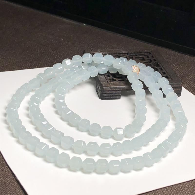 糯化种菱形珠翡翠珠链项链、108颗、直径6.2毫米、质地细腻、水润光泽、隔珠是装饰品、A267BN