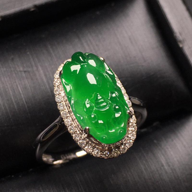 满绿貔貅翡翠戒指,水润,色泽鲜艳,款式精美,饱满圆润,裸石尺寸:14-7.6-3.5整体尺寸:16.