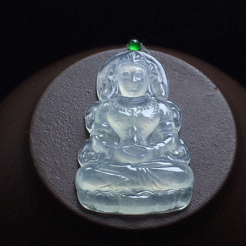 冰种小度母镶嵌件:底子细腻,种老水足,干净起光,没有纹裂,色泽漂亮,雕刻精致,栩栩如生。尺寸:28.
