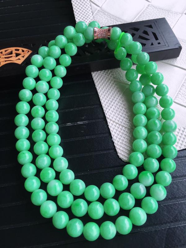 天然缅甸老坑翡翠A货绿色圆珠子项链,料子细腻柔洁,尺寸珠子取一7.5mm,总数110颗,重量105.