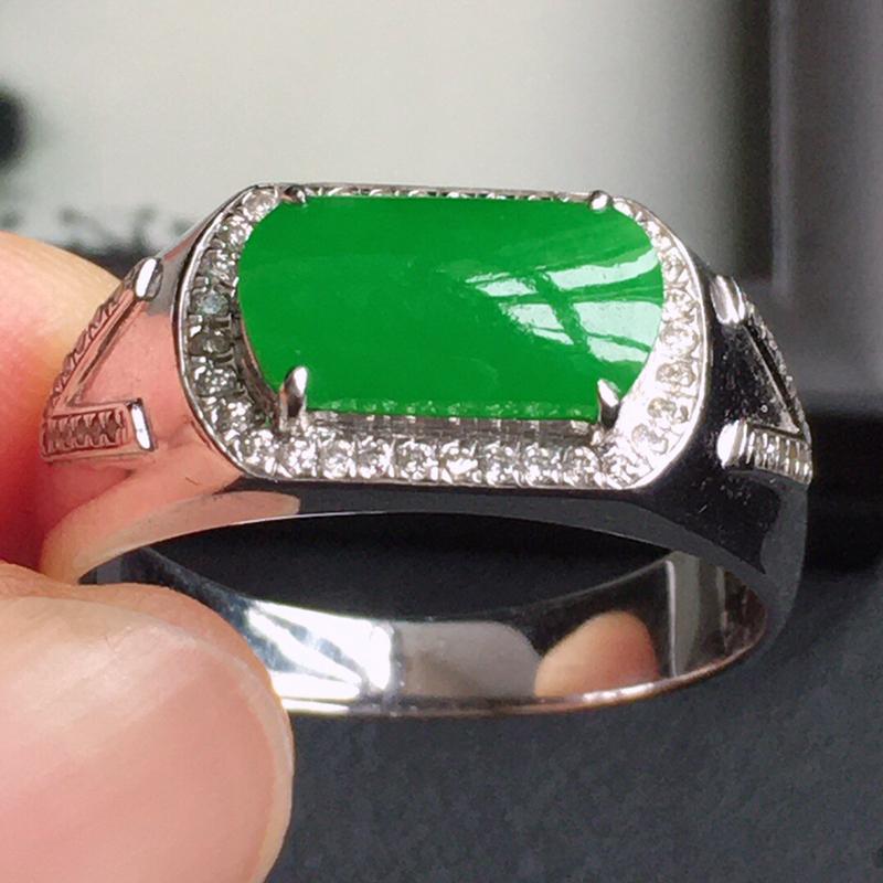 精品翡翠镶18K金伴钻戒指,玉质莹润,佩戴效果更美,商品尺寸:内径:19.1MM,玉:10.5*5.