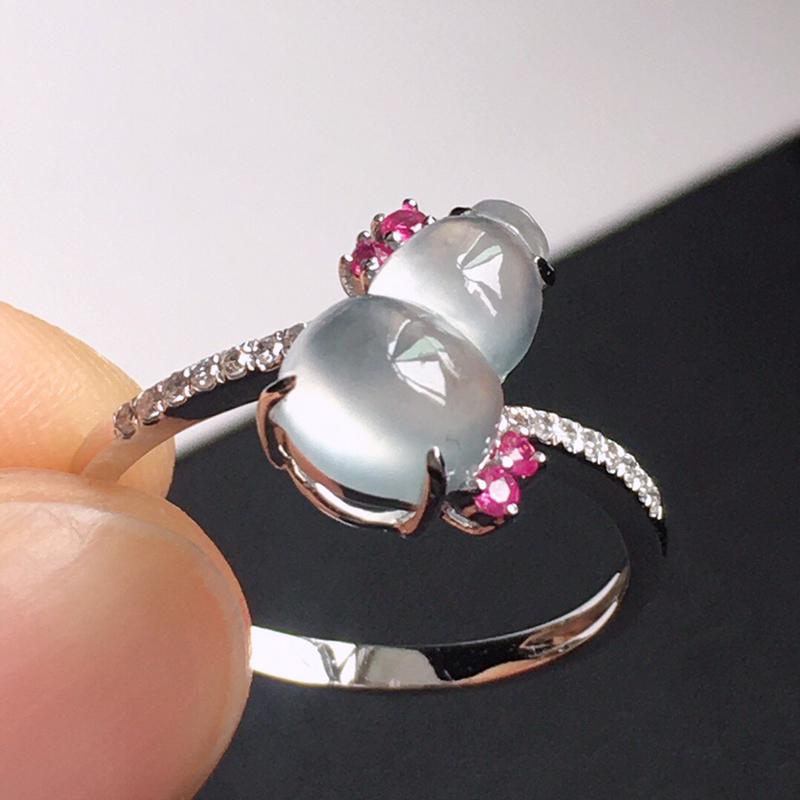 精品翡翠18k镶嵌伴钻戒指,玉质莹润,佩戴效果更美,尺寸:内径:16.8MM,裸石尺寸:10.4*6