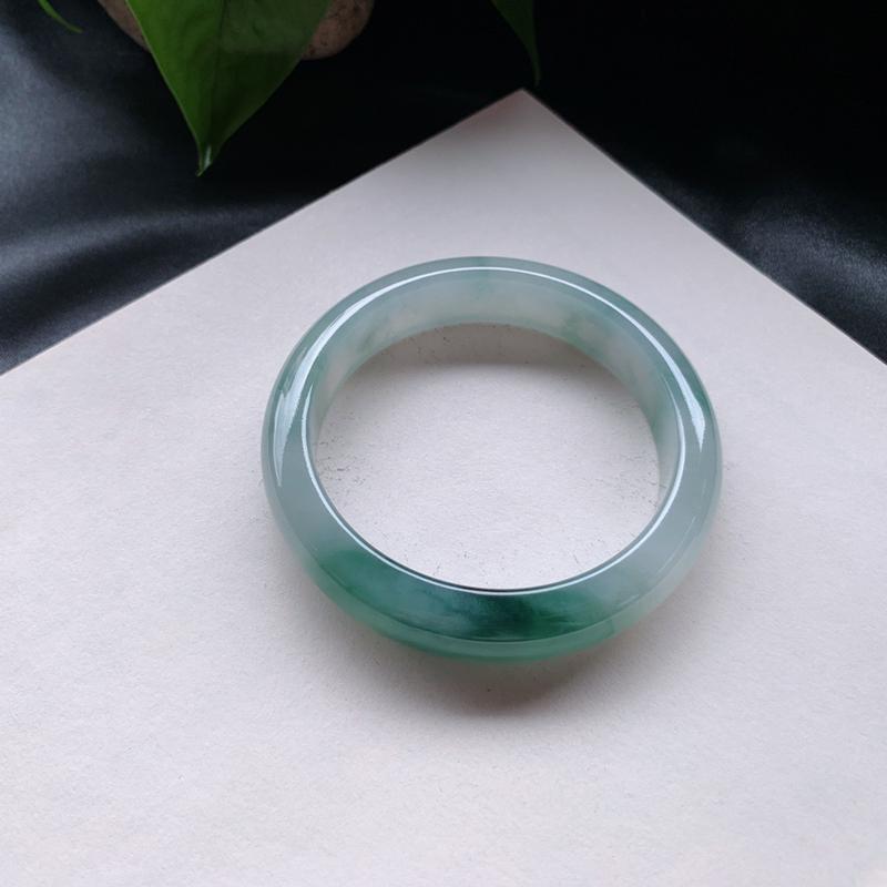58圈口 油青正圈手镯,玉质细腻光滑,一抹色泽浓郁深邃雅致,尺寸:57.8-13.6-8.5mm/0