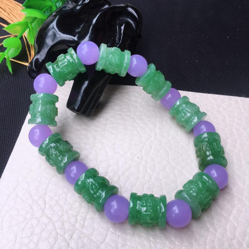 水润浅绿六字真言手串,路路通手链,雕工精湛,色泽鲜艳,约单珠尺寸13*12mm,共10颗,紫珠为装饰
